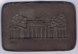 Berlin Brandenburger Tor mit Quadriga. Jahresplakette 1967 Buderus für Thomae.