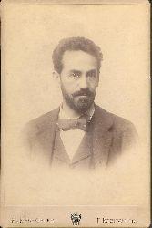 Girardi, Alexander  Kabinettphotographie des K. u. K. Hof-Ateliers R. Krziwanek mit eigenh. längerer Widmung und Unterschrift auf der Verso-Seite, Dez. 1895.