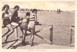 2 Ansichtskarten AK / 1. Cattolica. Vita di spiaggia
