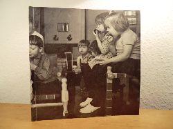 Höglund, Erik:  Erik Högland macht Kindermöbel - Erik Höglund har ritat barnmöbler - Erik Höglund has made Children`s Furniture. Sonderdruck aus mobilia no. 86, Dezember 1986